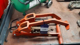 2 x Heavy duty manhole cover lifters