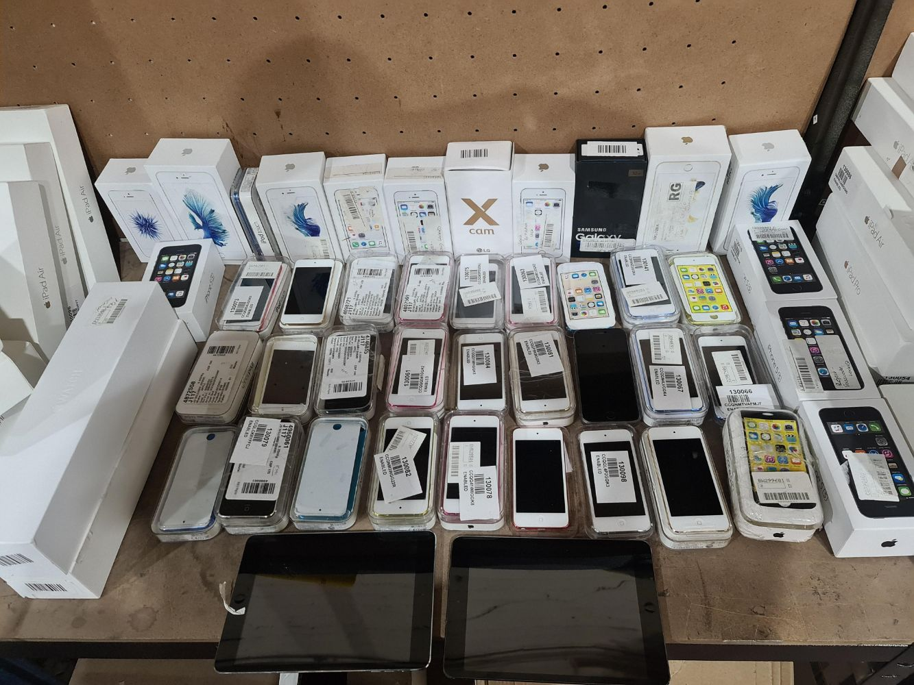 88 Items of Apple, LG & Samsung Customer Returned Items - Relisted due to Purchaser Defaulting