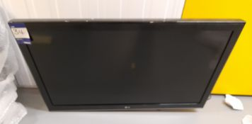 LG 42CS460 colour TV, with wall mount / bracket –