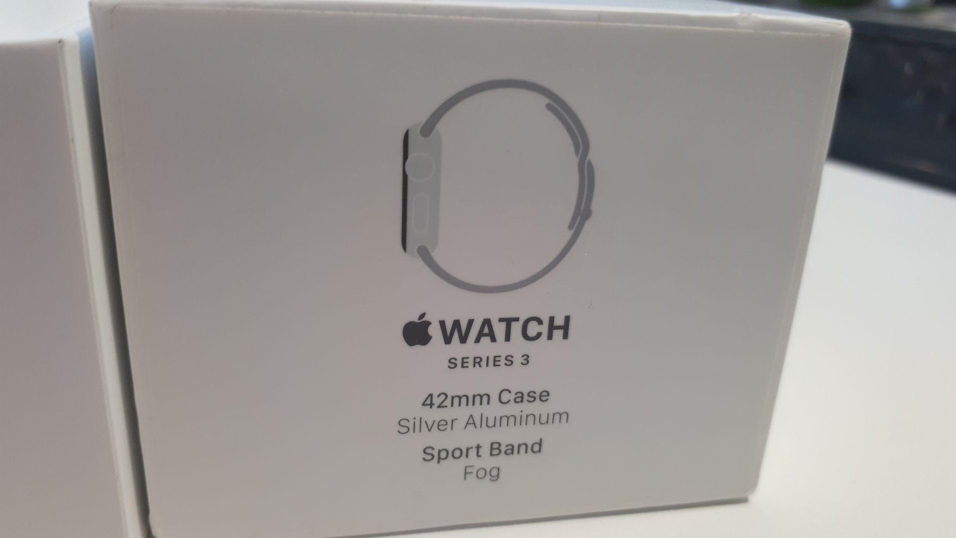 Unused, Boxed Apple Series 3 42mm Silver Aluminium