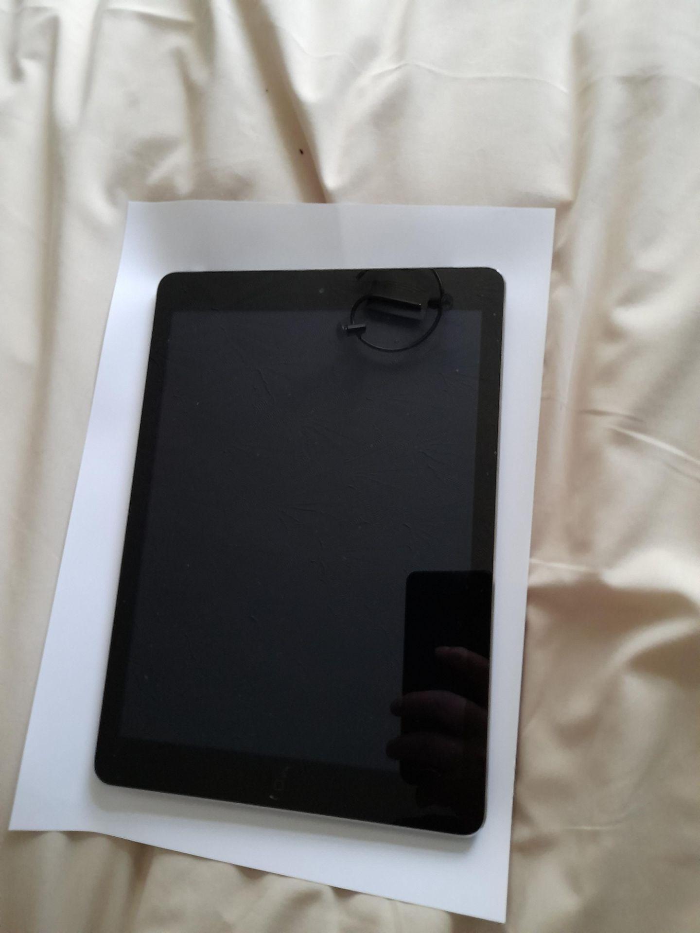 Apple iPad Air, 16GB, Model A1475, Serial Number D