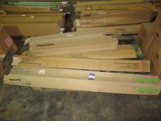 9 x Philips Master TL-D Eco 63W, 15 x GE Standard 29589 F70W/35, 11 x GE Polylux X LR F70835 G13, 25