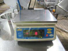 UWE ADW-3000E Scales