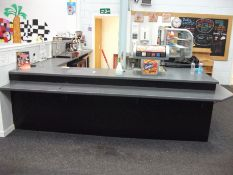 Large 'U' Shaped Servery (Contents not included)
