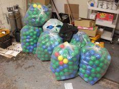 Quantity of Plastic Ball Pool Balls to 8 Bags