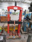 Clarke Strong-Arm hydraulic press