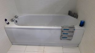 1675 x 700 Bath Tub with Taps, Mirror with Light A
