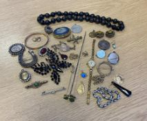 Antique Jewellery to include Wedgwood Brooch, Silver Brooches, Silver Stick Pin, Yellow Metal Chains