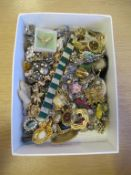 Art Deco, Marcasite, Shell Cameo and Vintage Paste Jewellery - A large selection