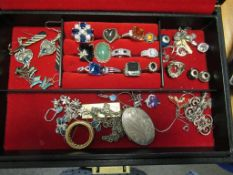 Various Jewellery, Rings, Earrings many marked 925 and a Cross Marked 9ct & Sil, Charm beads etc