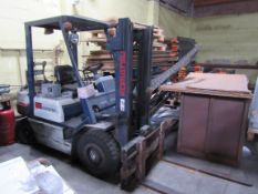 Komatsu 2.0 2000Kg, LPG Fork lift Truck, Duplex Ma