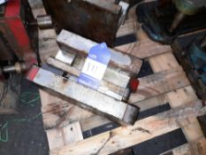 Bracket Form with Gripper Press Tool