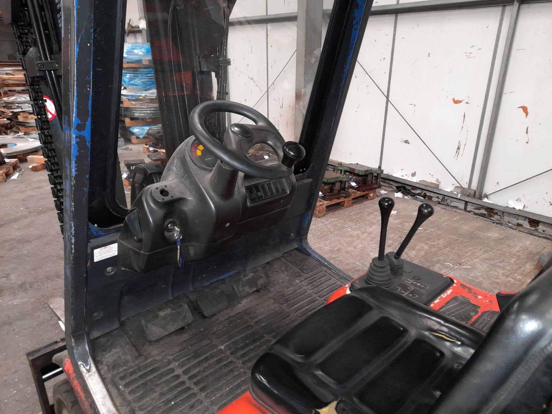 Linde H25T-02 LPG Forklift Truck, 2500kg Capacity, Triple Mast, Side Shift, Lift Height 3925mm, - Image 8 of 9