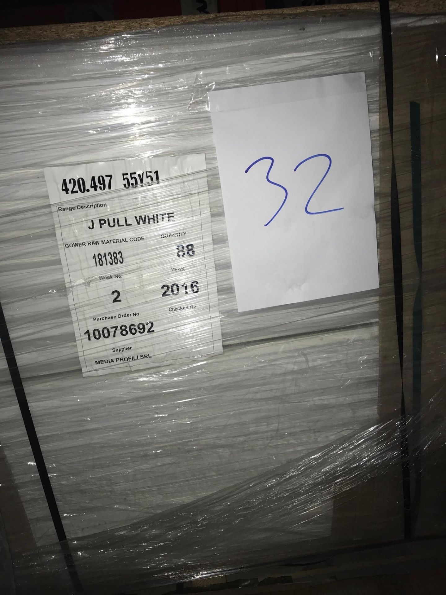 White gloss handless doors (Pallet 32) (viewing and collection from Unit B, Scotch Park Trading