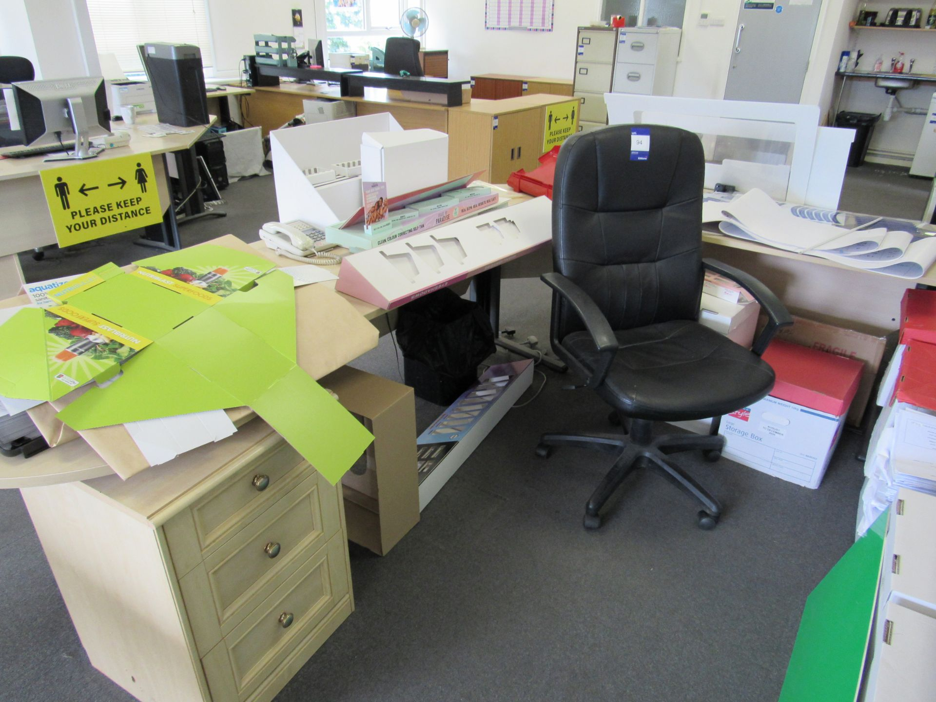 Single person 2 section workstation with leather effect operators chair, 3 drawer cabinet, to - Image 2 of 2