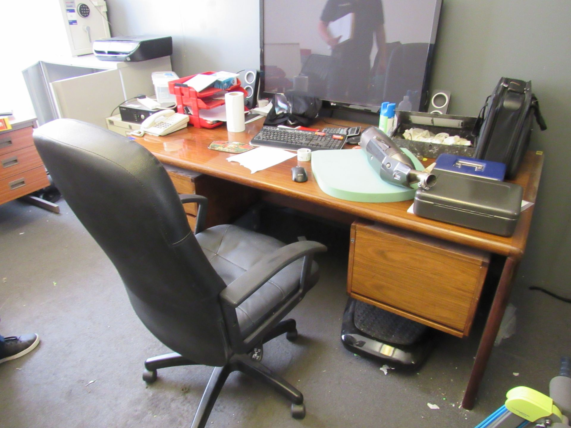 Vintage dark oak effect directors desk, with fixed undercounter drawers (Approximately 1900 x