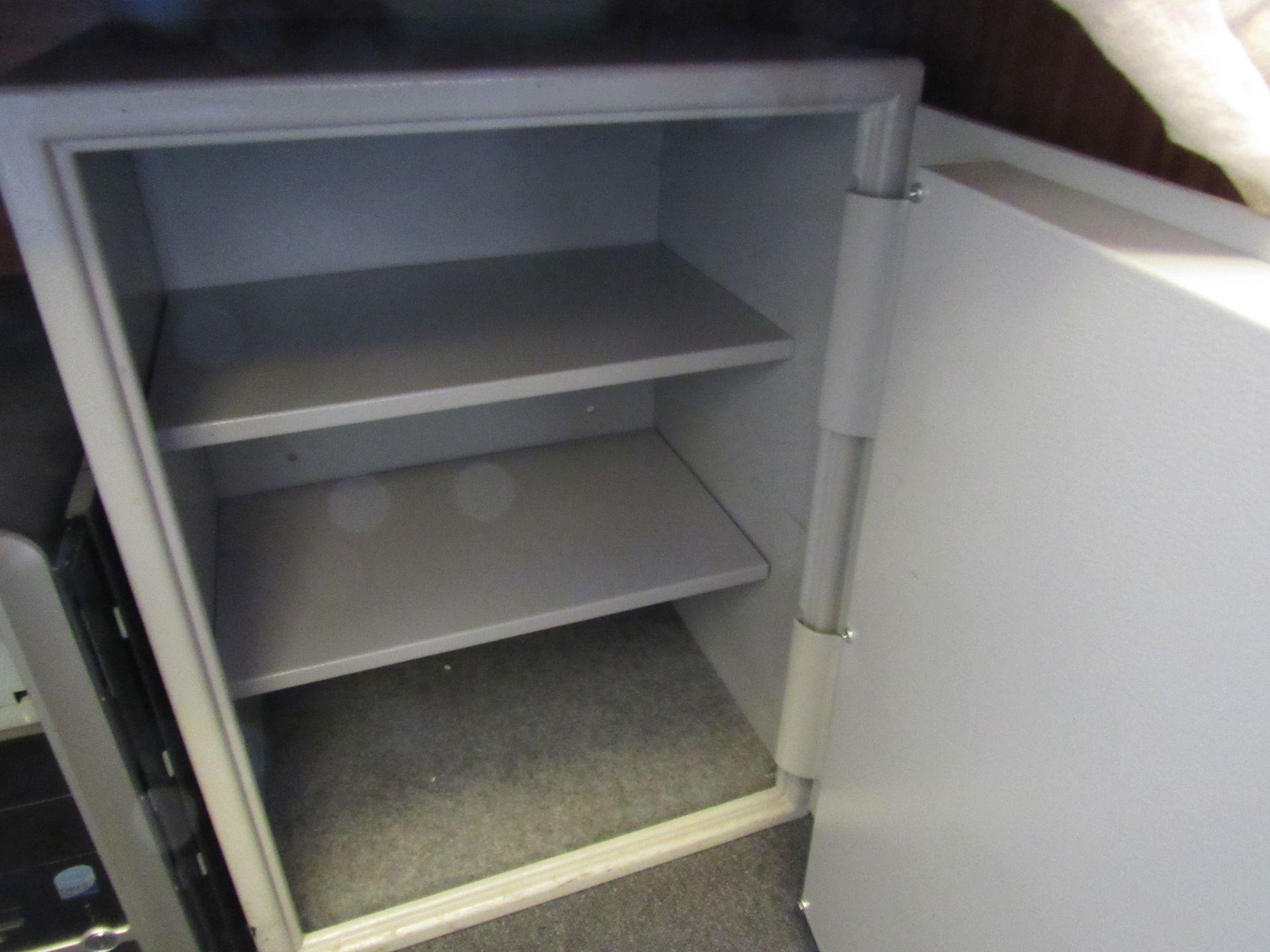 Derrat safe, with 2 x keys - Image 3 of 3