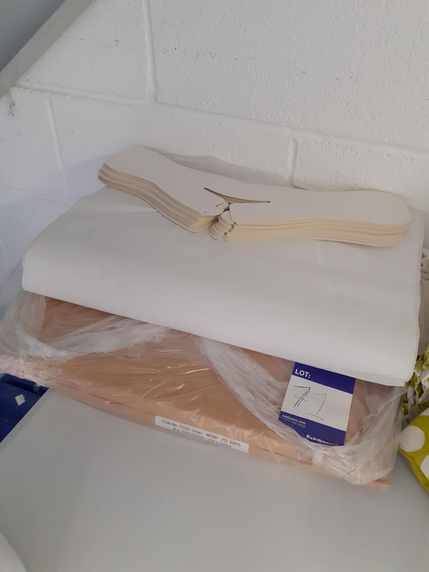 Roll of Polythene Bagging and quantity of tissue p - Image 2 of 2