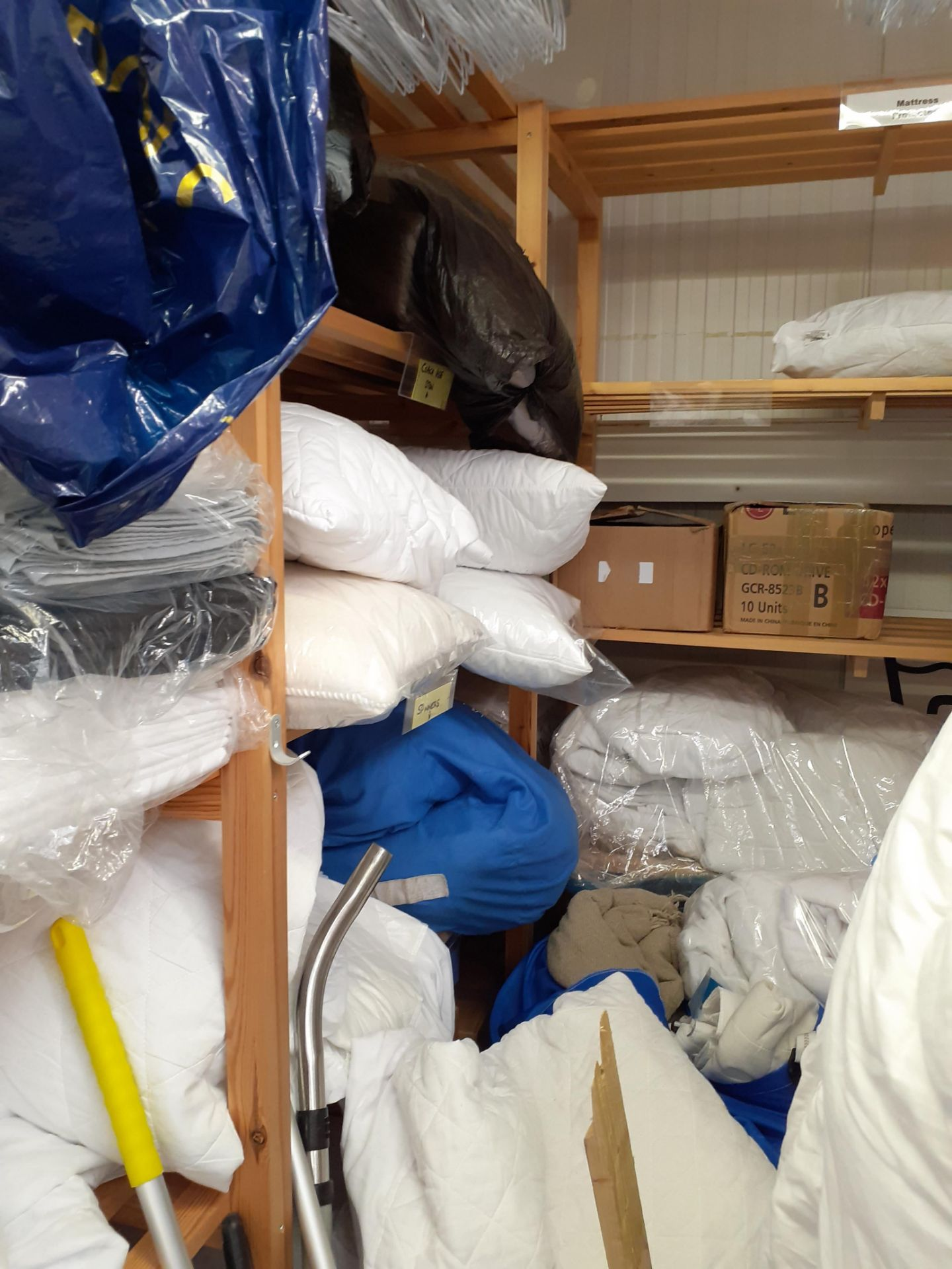 Quantity of Bedding to timber shelving - Image 2 of 4