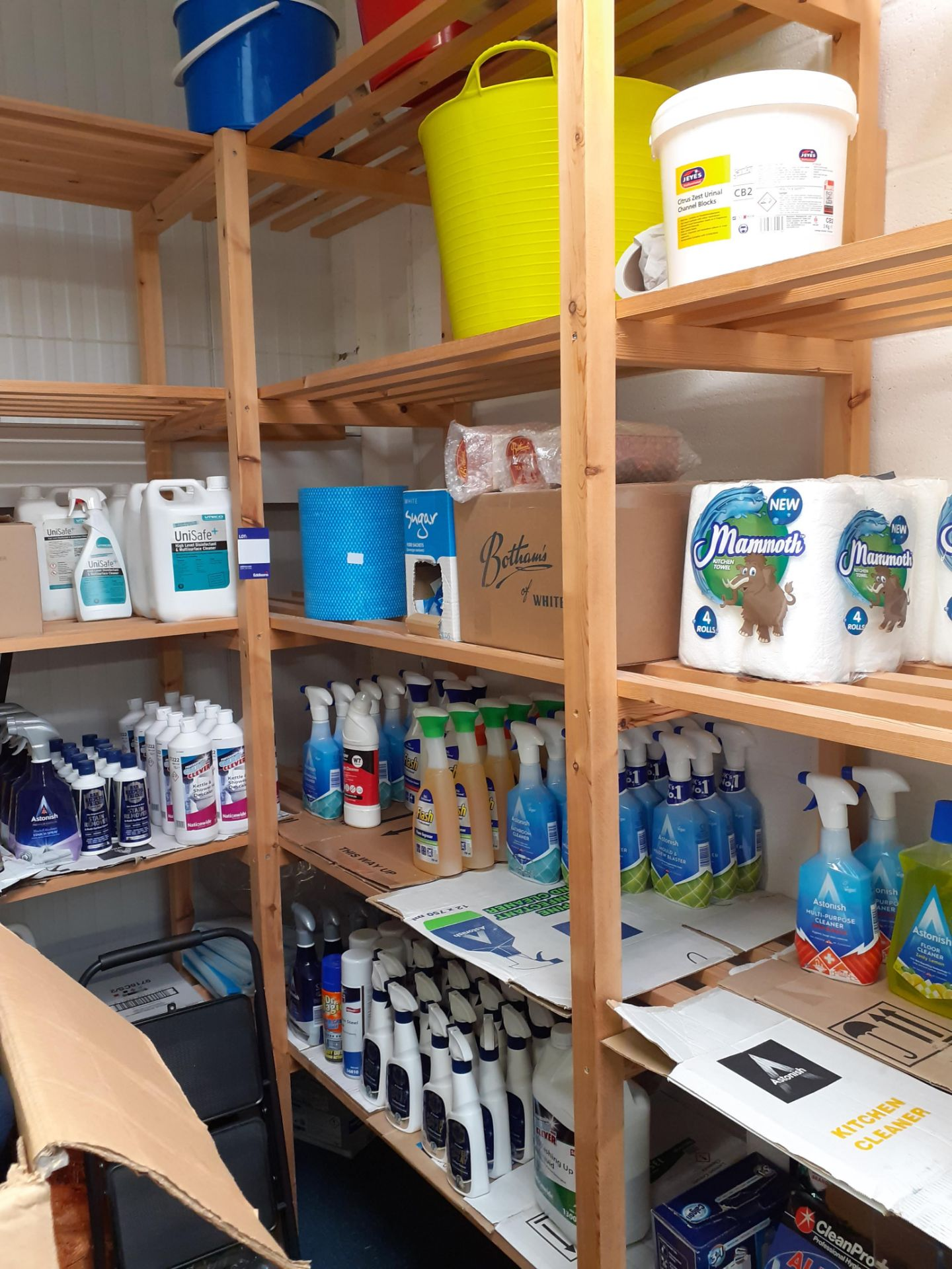 Large Quantity of Cleaning Consumables to timber s - Image 3 of 5