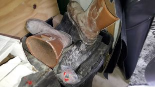 Small Quantity of Site Boots and Straps . (Located at 30-36 Fisherton Street, Salisbury, SP2 7TL)