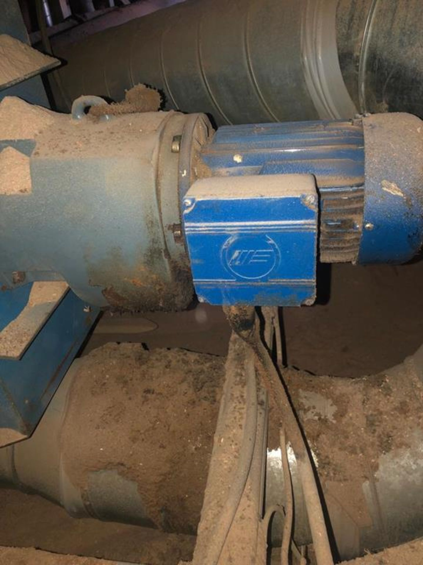 A Fully Operational High Capacity Chain Filter Dust Extraction Plant - Image 13 of 16