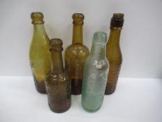 5x Grimsby Herbert Coulton (3) E.W Beckett & Co (1) and Beckett & Sons (1) bottles (4x coloured)