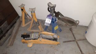 Halfords 2T Hydraulic Trolley and 3 x Axel Stands