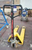 Hand Operated Pallet Truck (Delayed Collection)