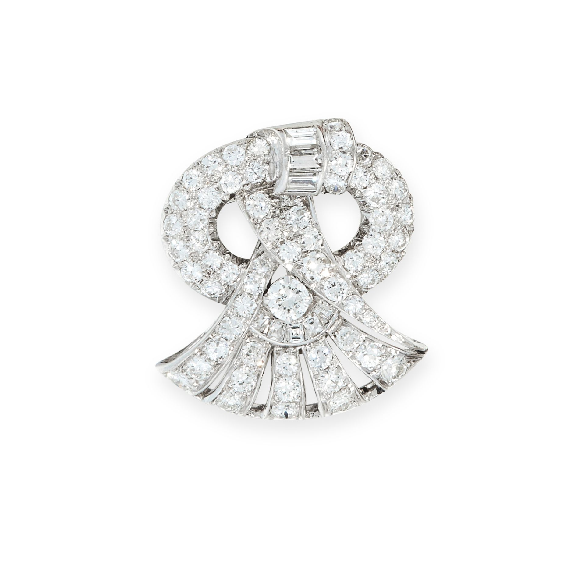 A DIAMOND CLIP BROOCH, EARLY 20TH CENTURY of scrolling design, set throughout with old cut and