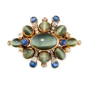 AN ANTIQUE CATS EYE CHRYSOBERYL, SAPPHIRE AND DIAMOND BROOCH in yellow gold, set with a central oval