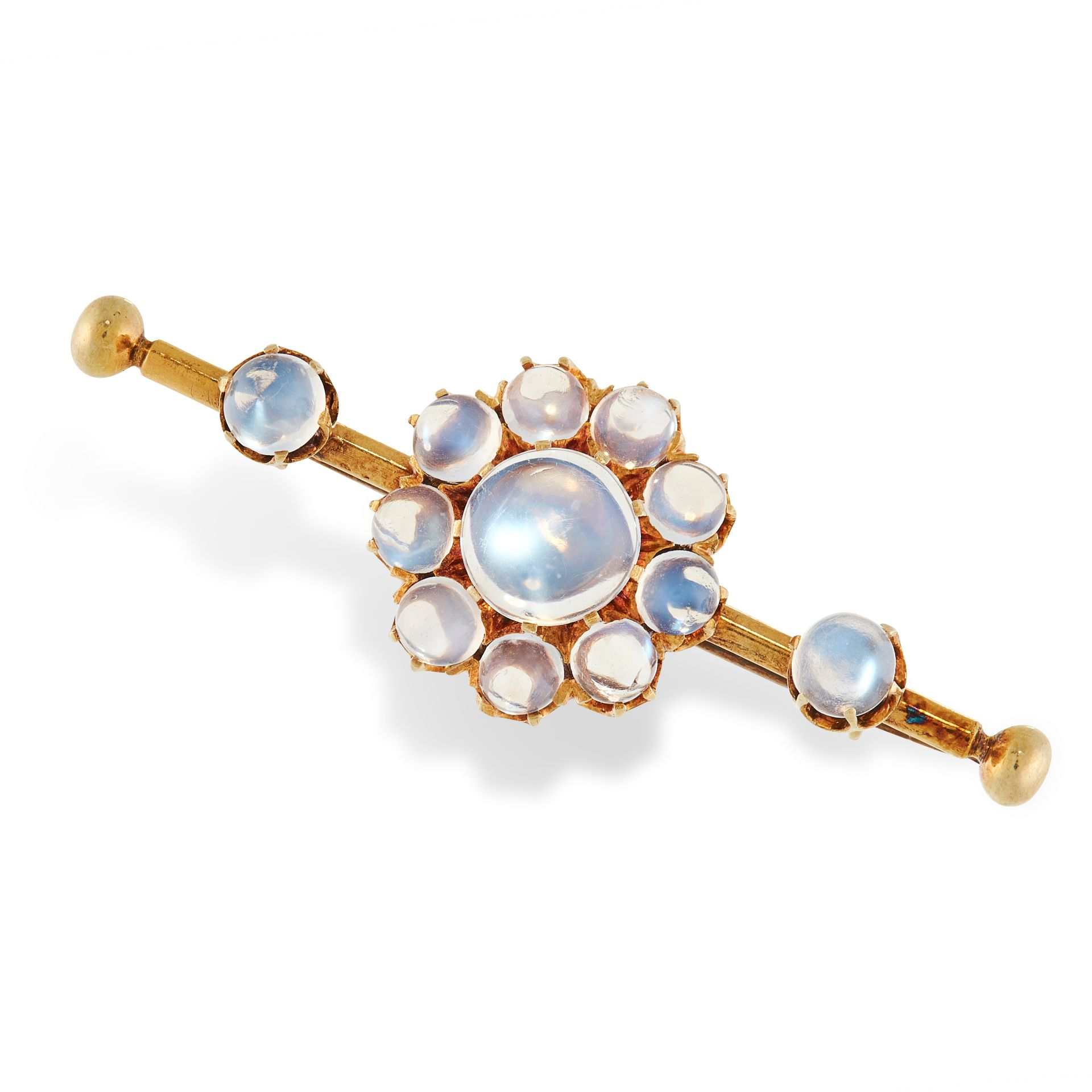AN ANTIQUE MOONSTONE BAR BROOCH in yellow gold, set with a cluster of cabochon moonstone and two