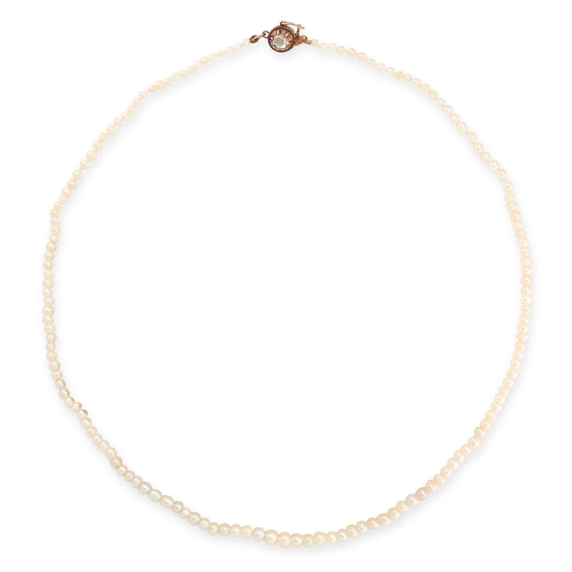 AN ANTIQUE NATURAL PEARL AND DIAMOND NECKLACE in yellow gold and silver, comprising a single row