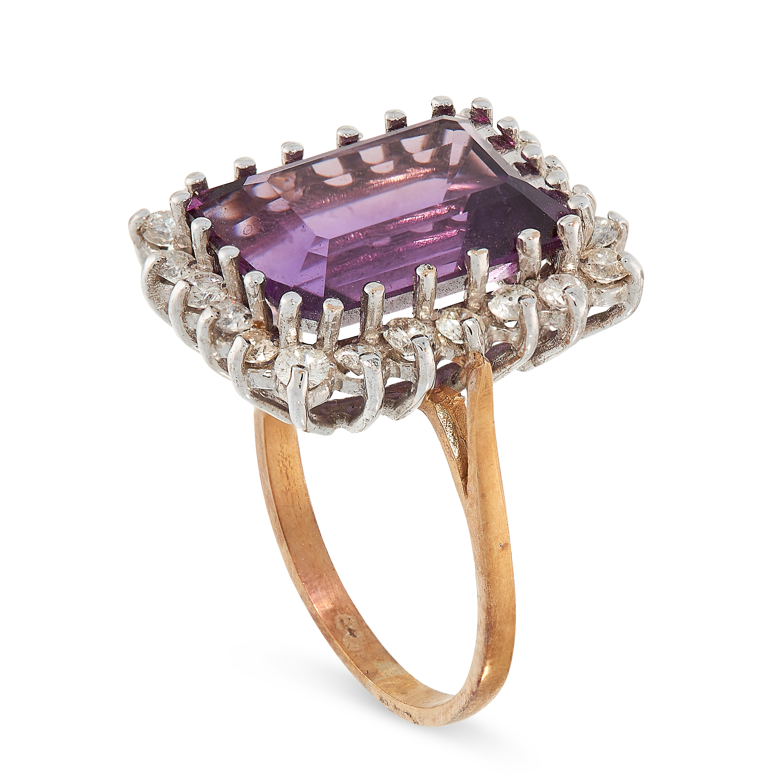 AMETHYST AND DIAMOND RING in yellow gold, comprising of an emerald cut amethyst of 6.82 carats in - Image 2 of 2