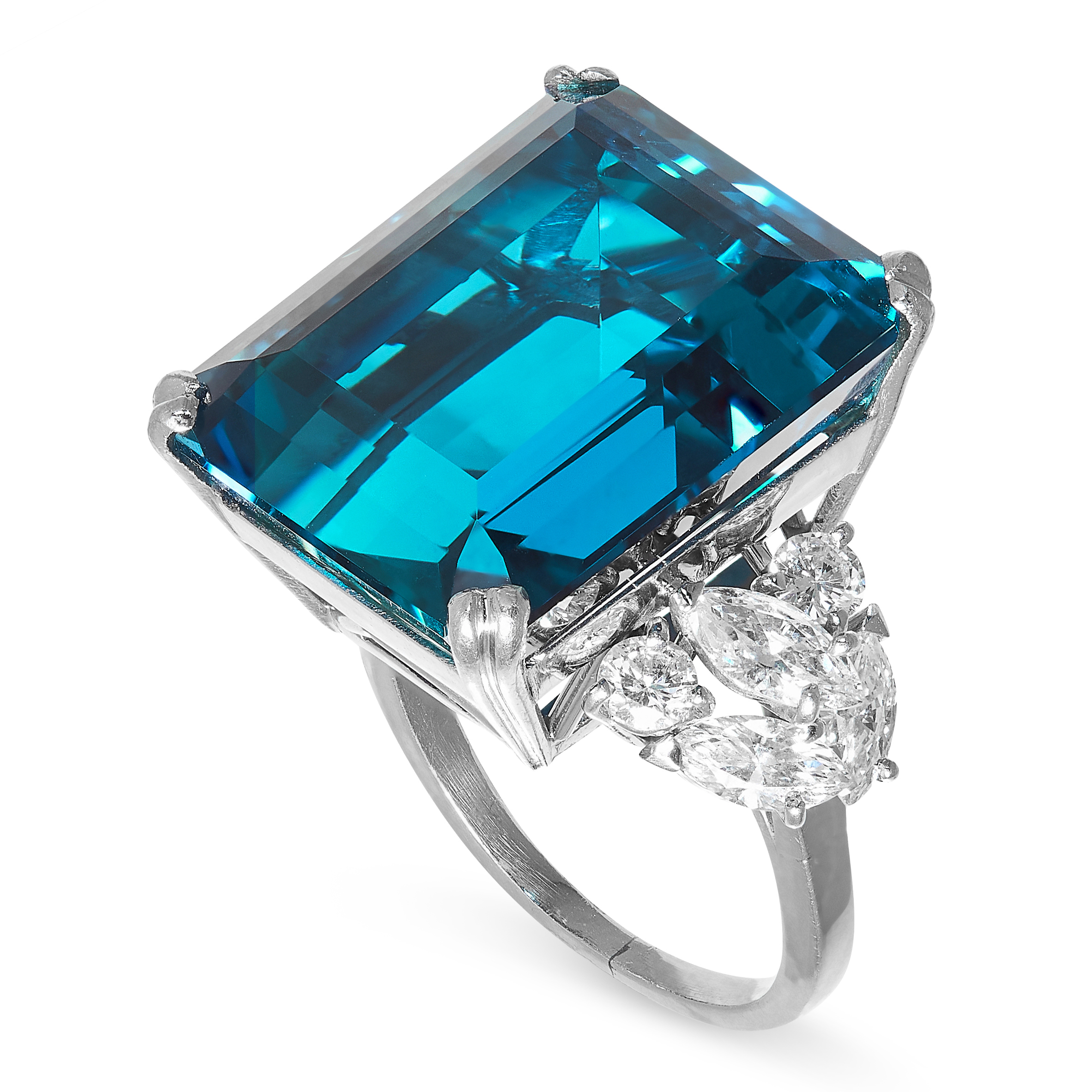 EXCEPTIONAL AQUAMARINE AND DIAMOND RING in platinum, formed of an emerald cut aquamarine of 19.50 - Image 2 of 2