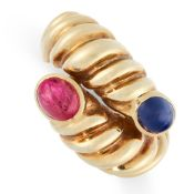 VINTAGE RUBY AND SAPPHIRE RING formed of an overlapping band with reeded decoration, set at either