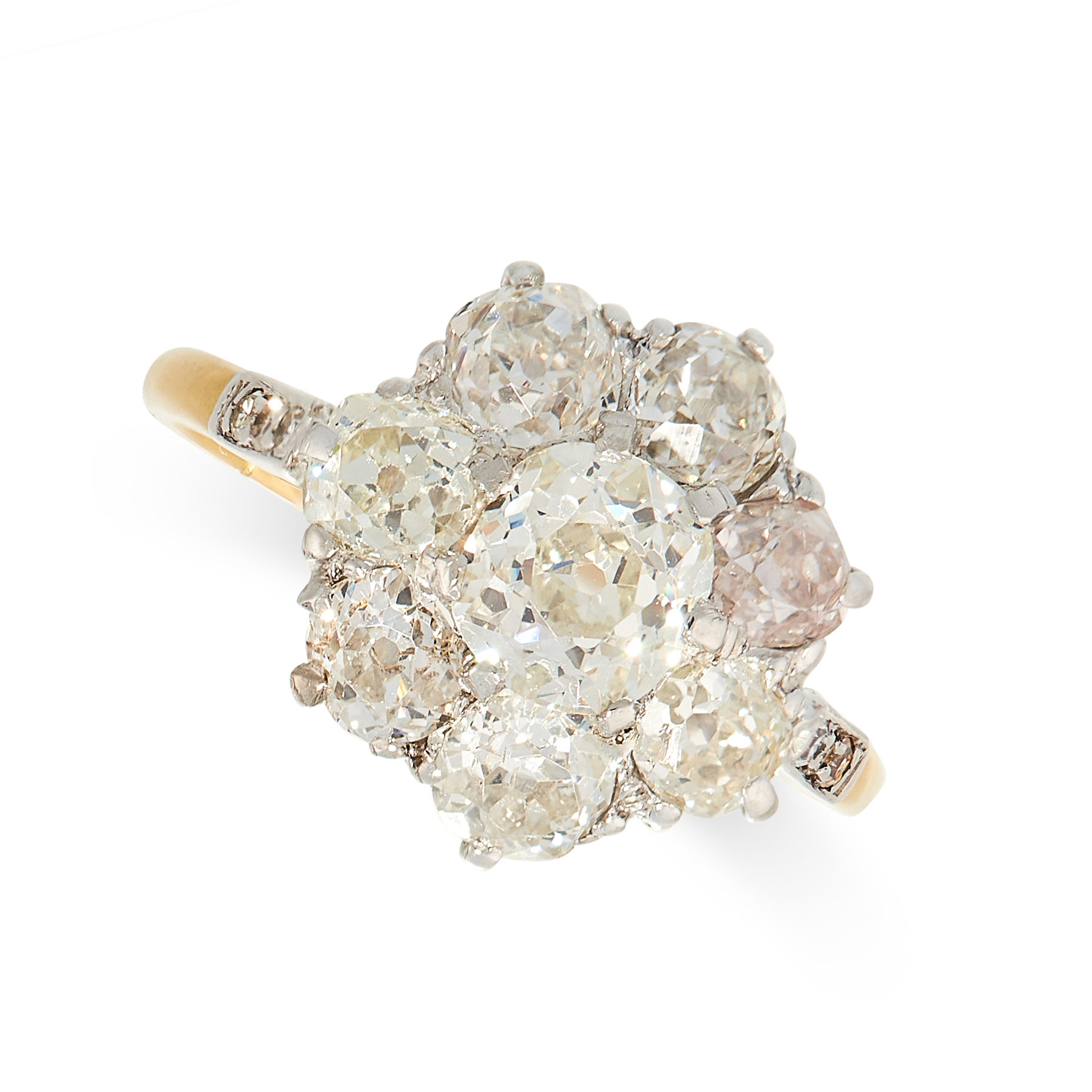 AN ANTIQUE DIAMOND CLUSTER RING, EARLY 20TH CENTURY in 18ct yellow gold, set with a central old
