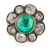 AN ANTIQUE EMERALD AND DIAMOND RING in yellow gold, set with a sugarloaf cabochon emerald of 7.10