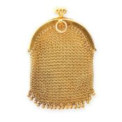 AN ANTIQUE MESH COIN PURSE, CIRCA 1900 in 14ct yellow gold, the arched top with ball clasp, the