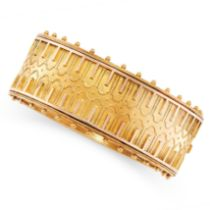 AN ANTIQUE GOLD CUFF BANGLE, 19TH CENTURY in yellow gold, in the Etruscan revival manner, the hinged