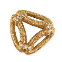 A VINTAGE DIAMOND BROOCH, ATTR BOUCHERON CIRCA 1960 in 18ct yellow gold, the openwork body with