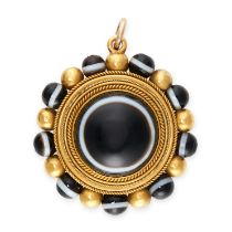 AN ANTIQUE BANDED AGATE AND ENAMEL MOURNING LOCKET PENDANT, 19TH CENTURY in yellow gold, the