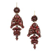 NO RESERVE -A PAIR OF ANTIQUE GARNET EARRINGS in yellow gold, the articulated bodies set throughout