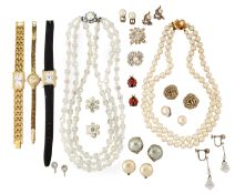 A SMALL QUANTITY OF COSTUME JEWELLERY