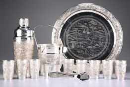 A STRIKING CHINOISERIE COCKTAIL SET