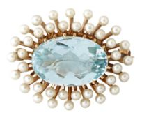 AN AQUAMARINE AND CULTURED PEARL BROOCH