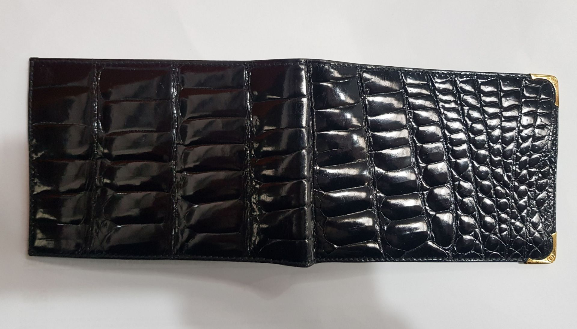 A GUCCI BLACK CROCODILE LEATHER WALLET - Image 3 of 4