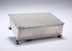 A 20TH CENTURY ENGLISH PEWTER CIGARETTE BOX, the hinged lid with applied floral motifs to the