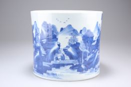 A LARGE CHINESE BLUE AND WHITE PORCELAIN BRUSH POT