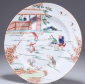 A CHINESE FAMILLE VERTE PORCELAIN PLATE